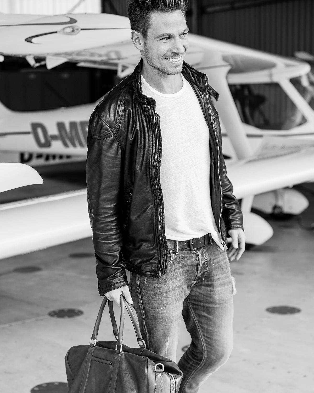 Heute wurde mit meinem Freund und Model-Kollege Sebastian Pannek auf dem Flugplatz in Bonn Hangelar geshootet. Neben den tollen Flugzeugen hat Sebastian Pannek wieder seine professionelle Seite als Model gezeigt. 2017 Ist er in der neuen Staffel von RTL Der Bachelor zu sehen. Stolz sind wir ebenfalls, dass unsere Bilder […]